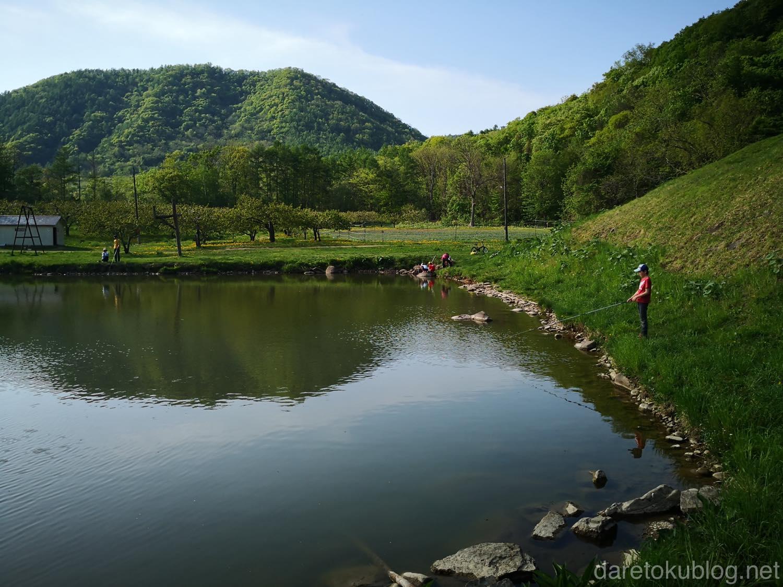 八剣山果樹園 釣り堀